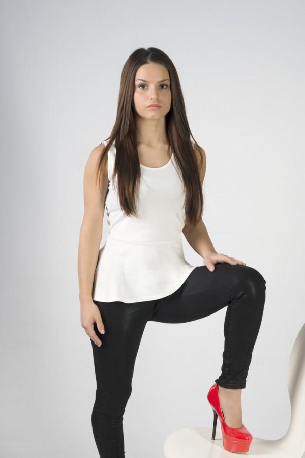 model Adelina